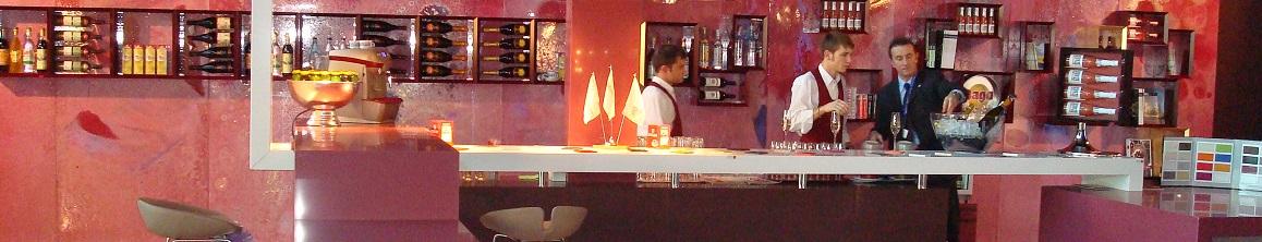 Arredamento esigo per wine bar for Arredamento wine bar